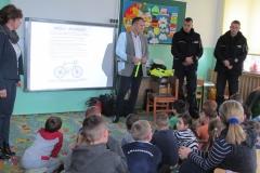 Spotkanie z policjantami  i pracownikiem WORD-u w Zamościu